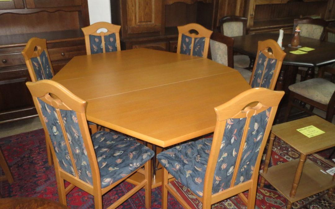 Stůl osmihran+6 židlí