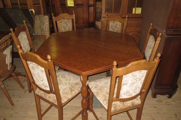 Stůl rozkl.+ 6 židlí