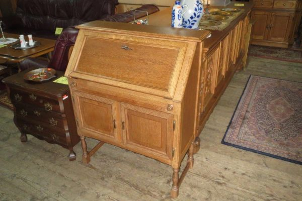 Vyklápěcí psací stůl