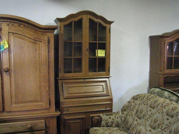 Sekretář s vyklápěcím stolkem, pův.c.7900Kč