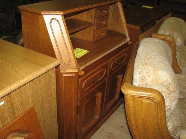 Vyklápěcí stolek-poškozená deska na psaní