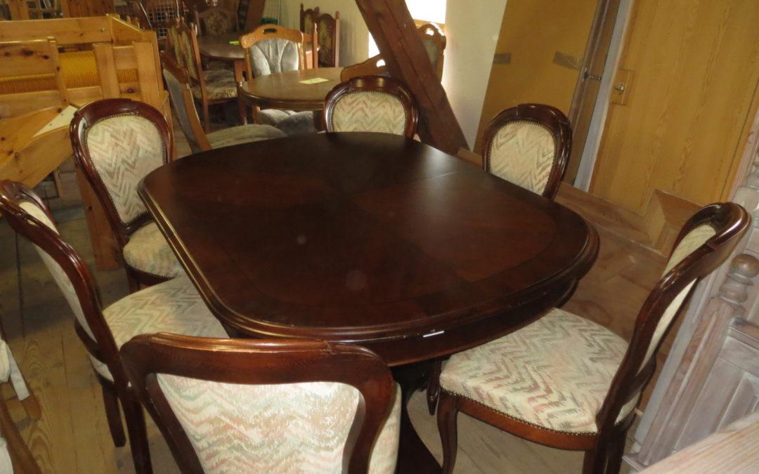 Stůl rozkl.+6 židlí