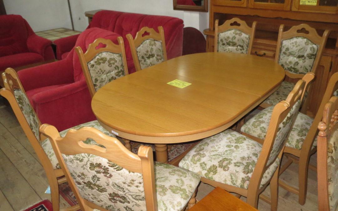 Stůl rozkl.+8 židlí