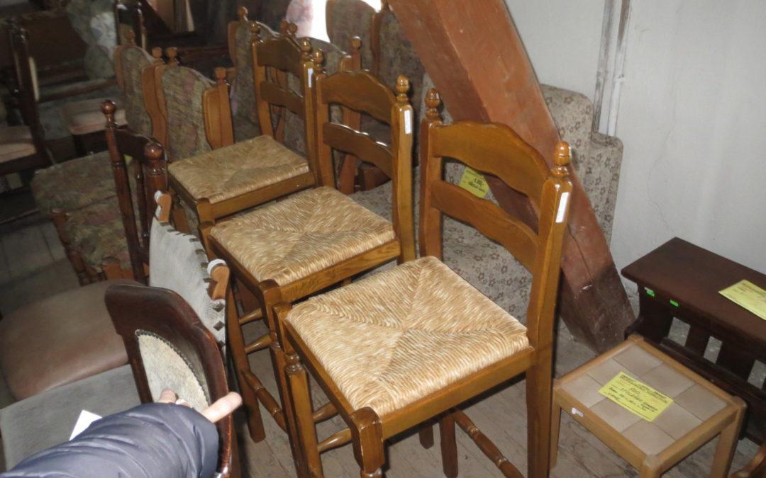 Barové židle 3 ks, jedna poškozena cena 700 Kč
